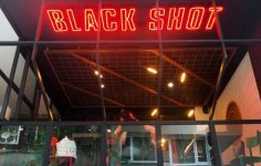 Bitcoin Kabul Eden Kahve Dükkanı: Black Shot Cafe