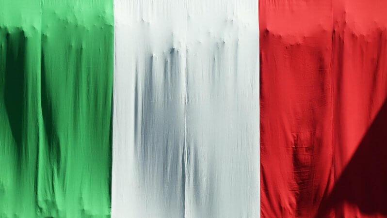 İtalyan Kasabası Salgınla Mücadele İçin Para Bastı